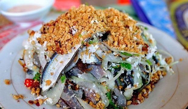 Đặt vé máy bay đi Phú Quốc đừng quên nếm thử món gỏi cá trích trứ danh