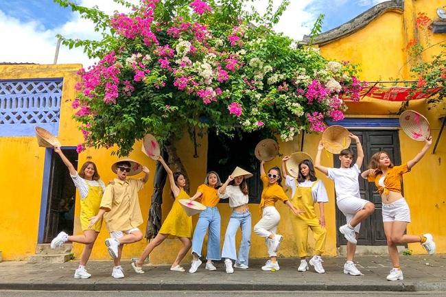 trang phục cho nhóm bạn đi du lịch Đà Nẵng Hội An