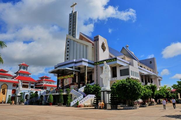 Nhà Thờ Tắc Sậy Cha Diệp  tour du lịch đồng bằng sông Mekong