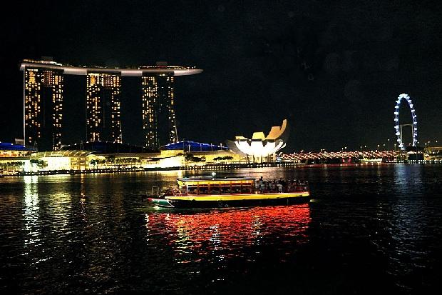 Dạo thuyền trên vịnh Marina Singapore Tour du lịch Singapore - Malaysia 5 ngày 4 đêm