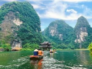 Tour du lịch Hà Nội – Hang Múa – Tràng An – Hoa Lư 1 ngày |  Chinh Phục Hang Múa, Ngoạn Cảnh Danh Thắng Tràng An
