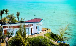 Combo 3N2Đ Vé máy bay + Aurora Villas & Resort Quy Nhơn 4 sao