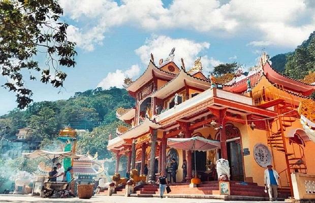 Tour du lịch Tết TP HCM – Núi Bà Đen – Chùa Bà Thiên Hậu Bình Dương 1 ngày