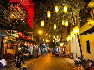 Đi chơi 1 mình thì nên đi đâu ở Hà Nội thích hợp nhất?