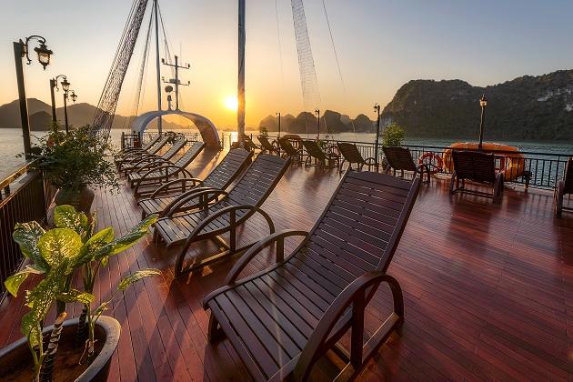 Du thuyền Sena Lan Ha Bay - Sundeck