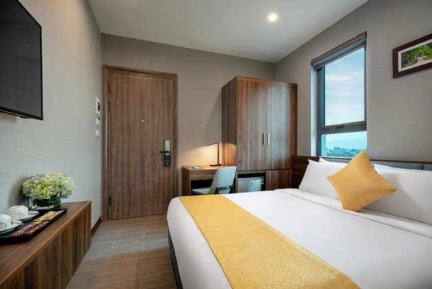 Combo 2N1Đ Xe Limousine Khách sạn Golden Season Ninh Bình