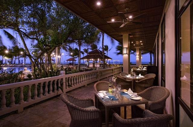 Combo 3N2Đ Vé máy bay Lapochine Beach Resort Huế