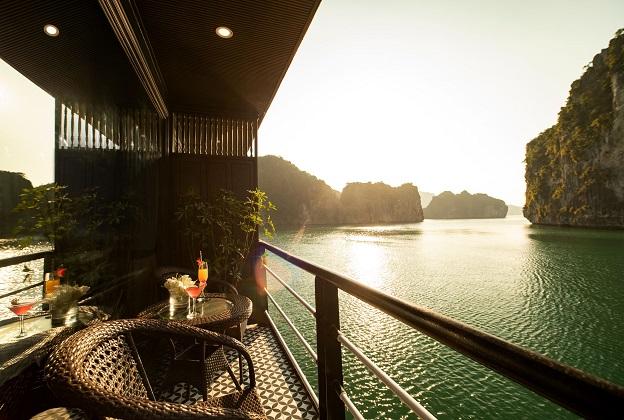 Du thuyền Rosy vịnh Lan Hạ