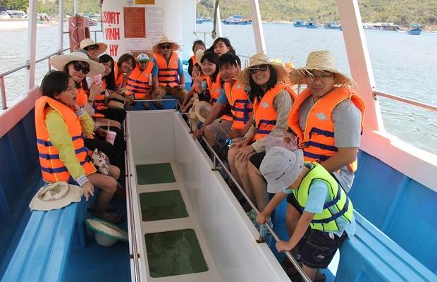 Tour Tết Ninh Chữ Vĩnh Hy 3N2Đ – Đi tàu đáy kính ngắm san hô đón năm mới