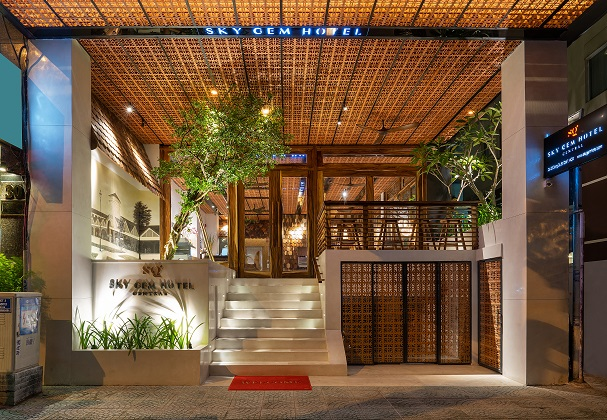 Combo Khách sạn Sky Gem Central
