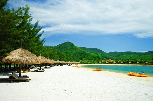 """Top 11 Resort Nha Trang có bãi biển riêng khiến bạn mê đắm """"quên lối về"""""""