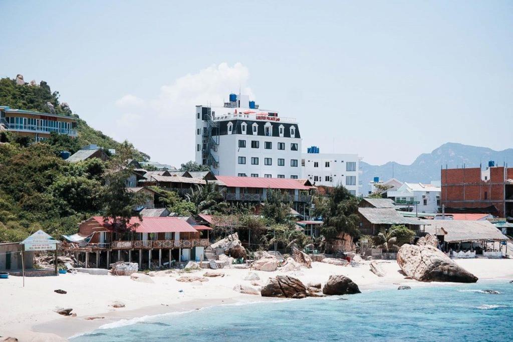 Khách sạn Tôm Hùm