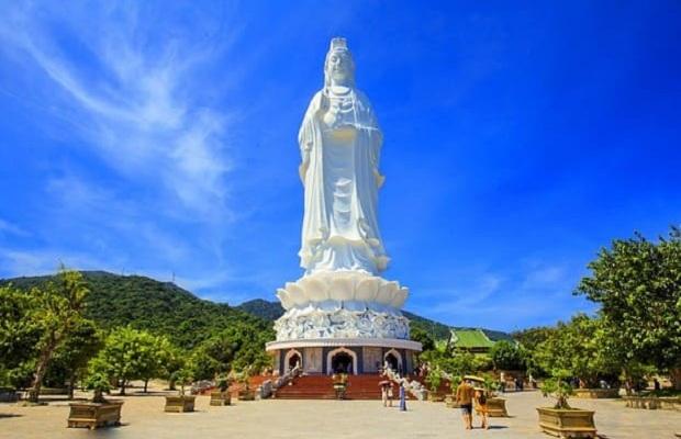 Chùa Linh Ứng gần nhiều khách sạn Sơn Trà