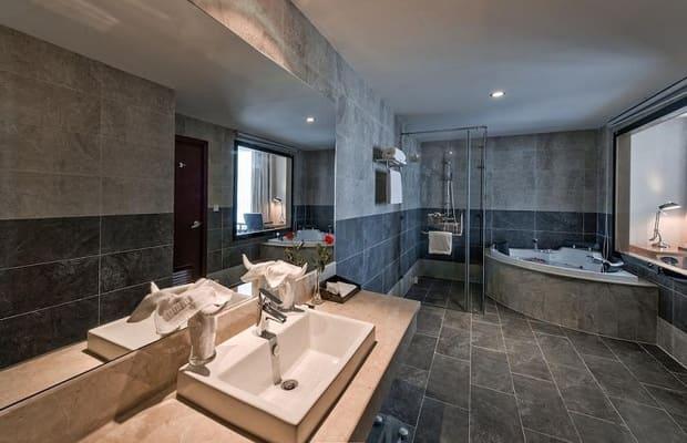 Phòng tắm khách sạn Sơn Trà Mường Thanh Grand Đà Nẵng